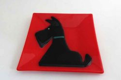red dish with Black Scottie